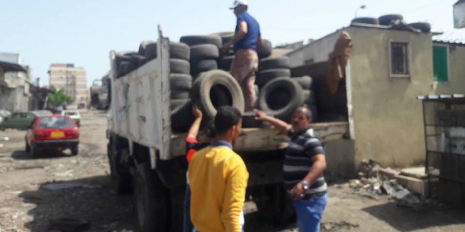 حملات موسعة لجمع إطارات السيارات المستعملة منعاً لحرقها ليلة شم النسيم ببورسعيد (صور)