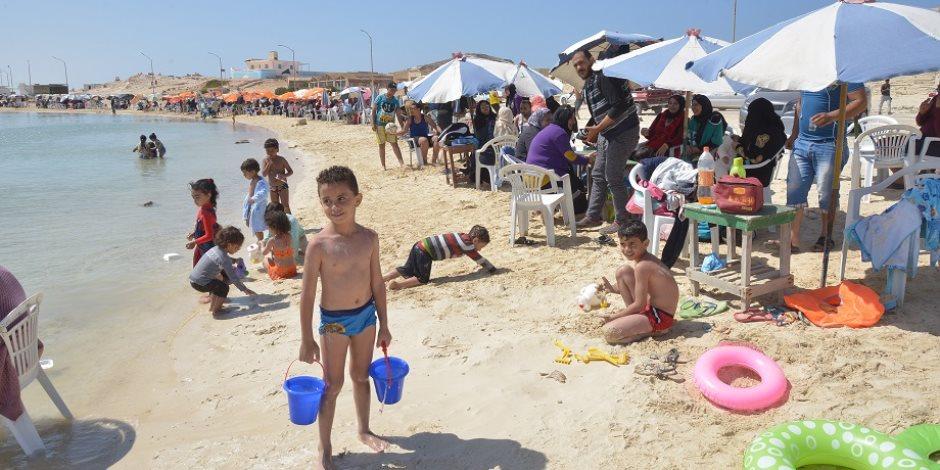 شم النسيم.. إقبال كبير على شواطئ مطروح ونسبة الإشغال السياحي تصل لـ70 %