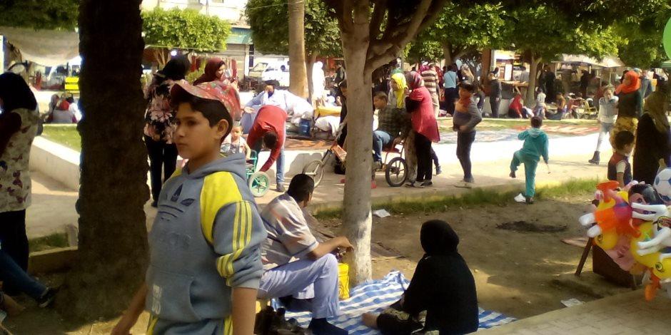 توافد آلاف المواطنين على سواحل البحيرة للاحتفال بشم النسيم (صور)