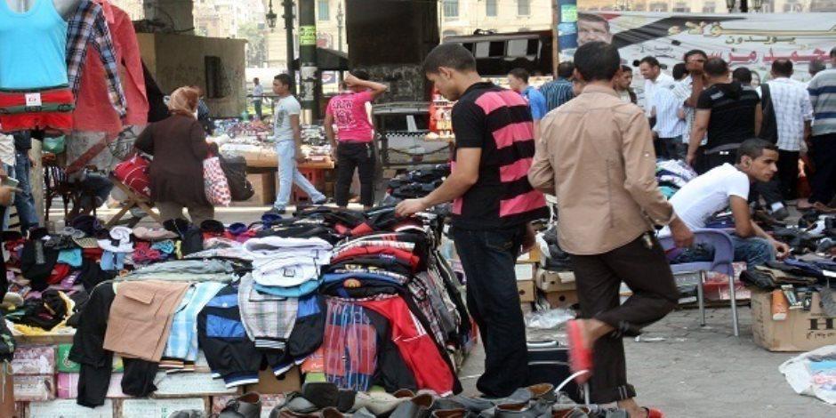 رئيس حي المطرية يفاجئ باعة سوق الخميس.. ويؤكد: إنشاء سور فاصل لمنع تواجدهم بمحيط المستشفى