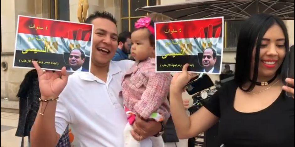 «أربع سنوات قادمة مع السيسي ».. هكذا رد المصريون في فرنسا على الإخوان (صور)