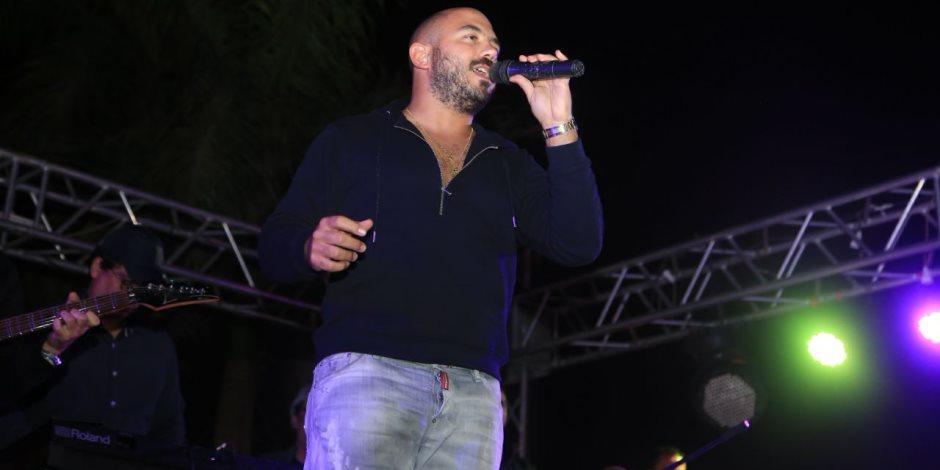 محمود العسيلي يشعل حفله الثاني بشم النسيم بمصر الجديدة (صور)