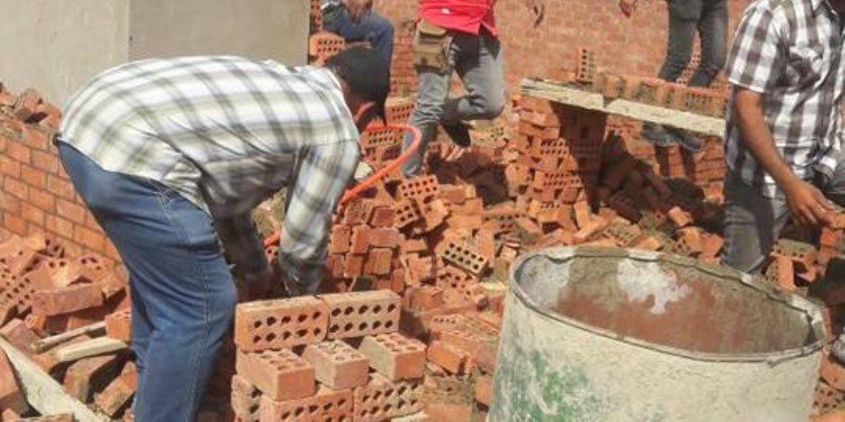 حي الهرم: إزالة أعمال بناء عقار مخالف بهضبة الأهرام (صور)