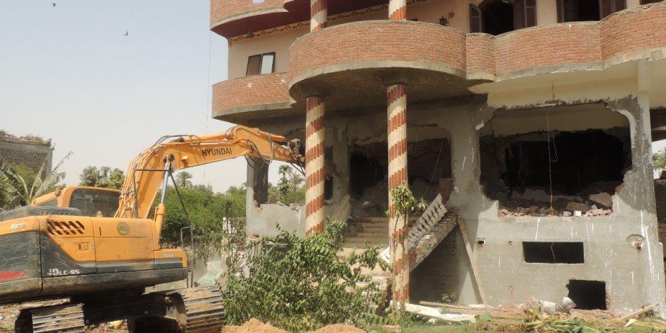إزالة 53 مبني مخالف في حملة للأمن العام لاسترداد أراضي الدولة بسوهاج (صور)