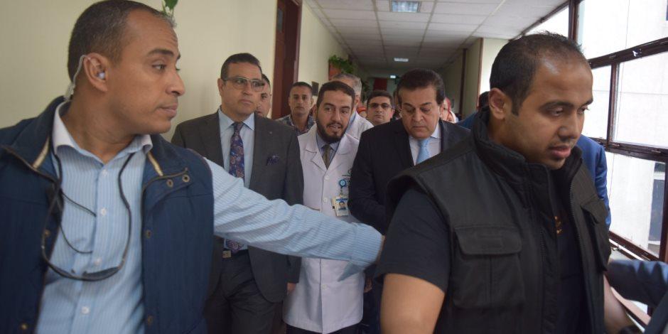 وزير التعليم العالى ومحافظ الدقهلية يتفقدان قسم قسطرة القلب بمستشفى الأطفال الجامعى (صور)