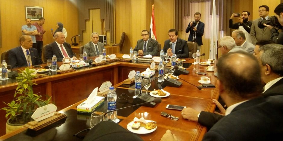 رئيس جامعة المنصورة يستقبل وزير التعليم العالى
