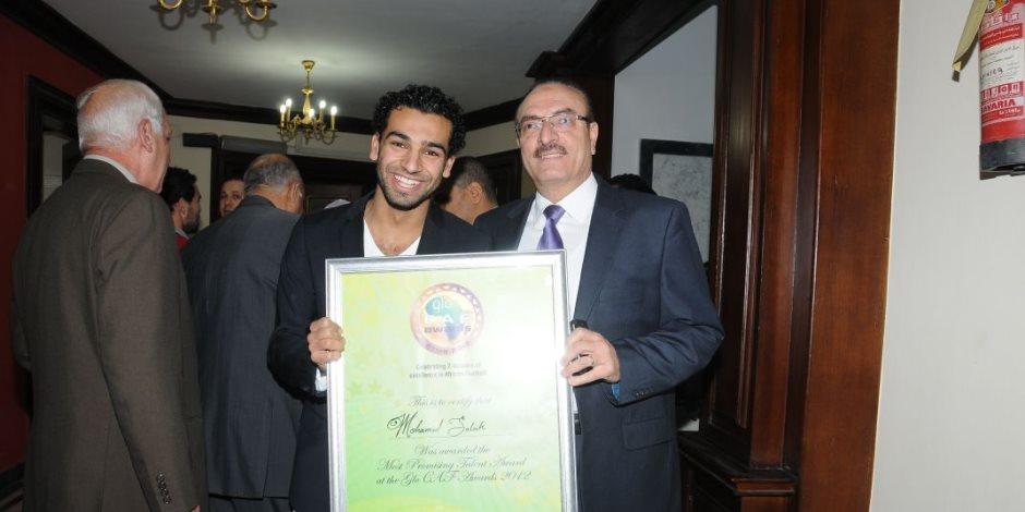 رئيس المقاولون السابق يستعد لتكريم محمد صلاح بعد حصد لقب الأفضل في البريميرليج