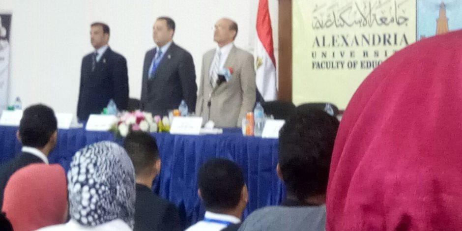 محمد صبحى يبدأ لقاءه بطلبة تربية الإسكندرية بشعار عائلة ونيس