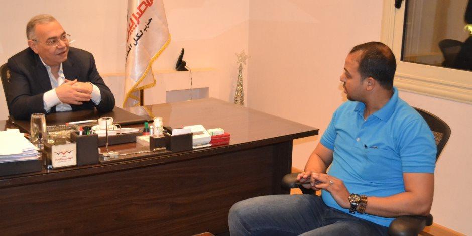 رئيس حزب المصريين الأحرار يشارك عمال مصر احتفالهم بحضور الرئيس السيسي