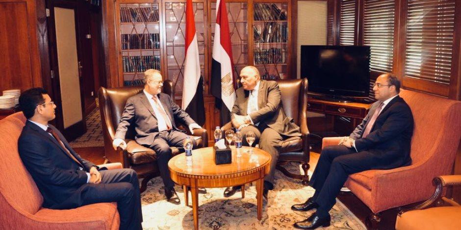 شكري يؤكد على التزام مصر بدعم استقرار اليمن والحل السياسي للأزمة