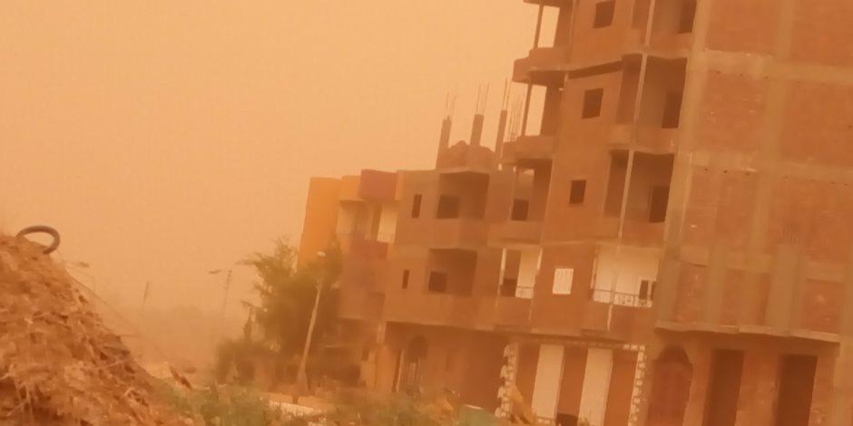 عواصف ترابية وأمطار خفيفة على مركز الداخلة والقرى التابعة له (صور)