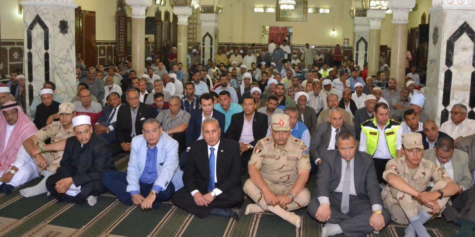 محافظ السويس والأهالي يحتفلون بليلة النصف من شعبان بمسجد الأربعين