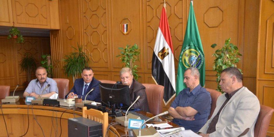 رئيس الوزراء يتابع مع محافظ الإسماعيلية الاستعدادات لمواجهة سوء الأحوال الجوية (صور)