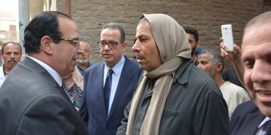 محافظ الدقهلية يؤدى واجب العزاء فى شهيد سيناء ويطلق اسمه على مدرسة ميت فارس ببنى عبيد (صور)