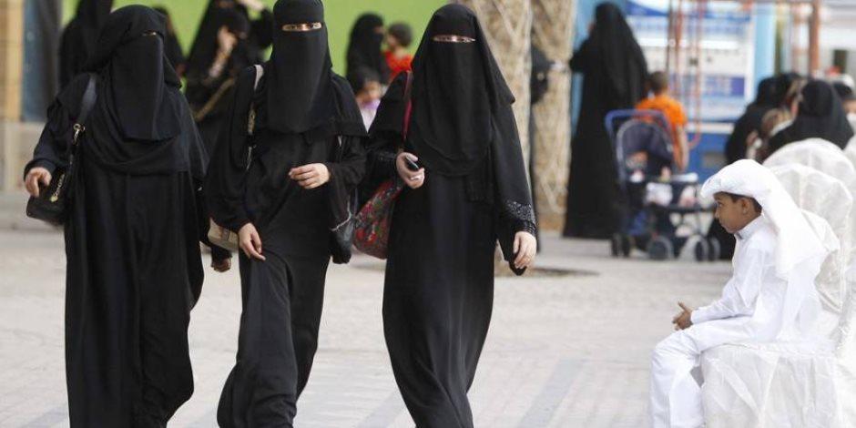 السعودية تسمح للسيدات بقيادة سيارات الأجرة العائلية