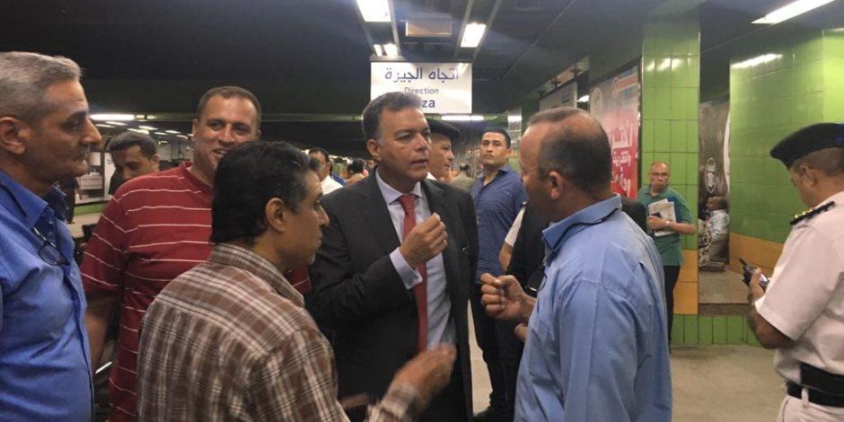 وزير النقل يقوم بجولة تفقدية مفاجئة لعدد من محطات مترو الأنفاق