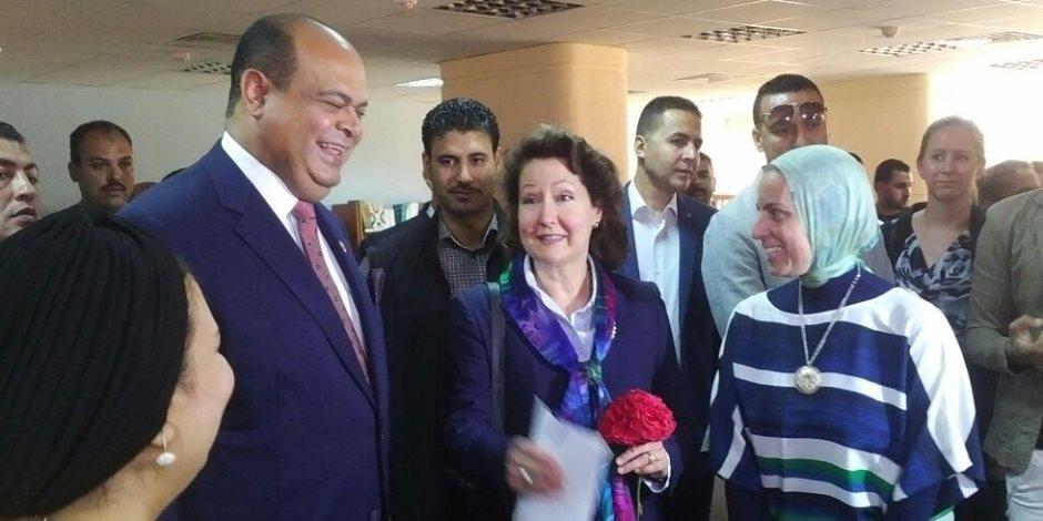 محافظ مطروح والقنصل الأمريكي بالإسكندرية يتفقدان متحف الآثار ومكتبة مصر العامة