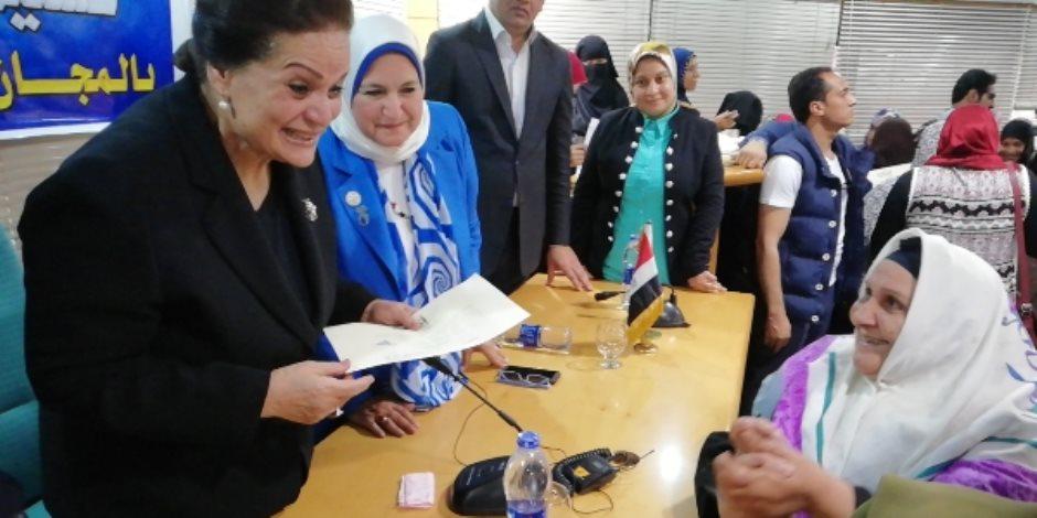 توزيع 1323 شهادة أمان المصريين بالمجان على المراة المعيلة بالبحيرة