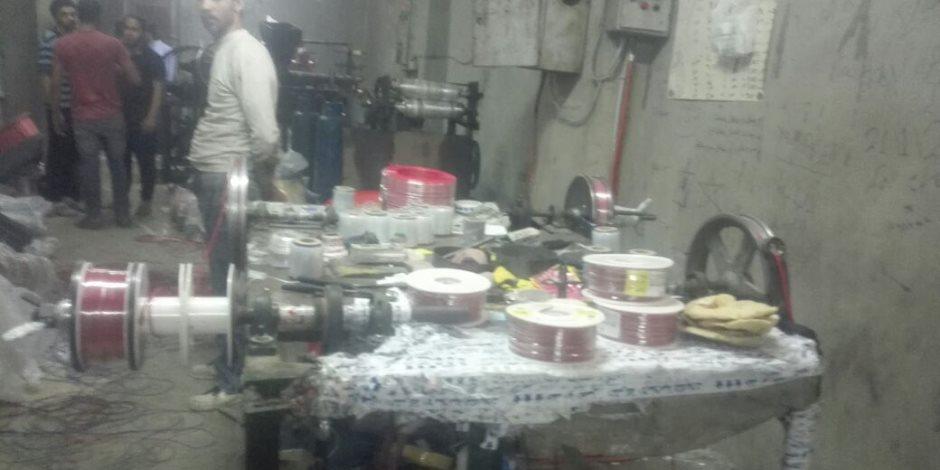 مباحث التموين تداهم مصنع «بير سلم» للأسلاك الكهربائية بمنشأة ناصر (صور)