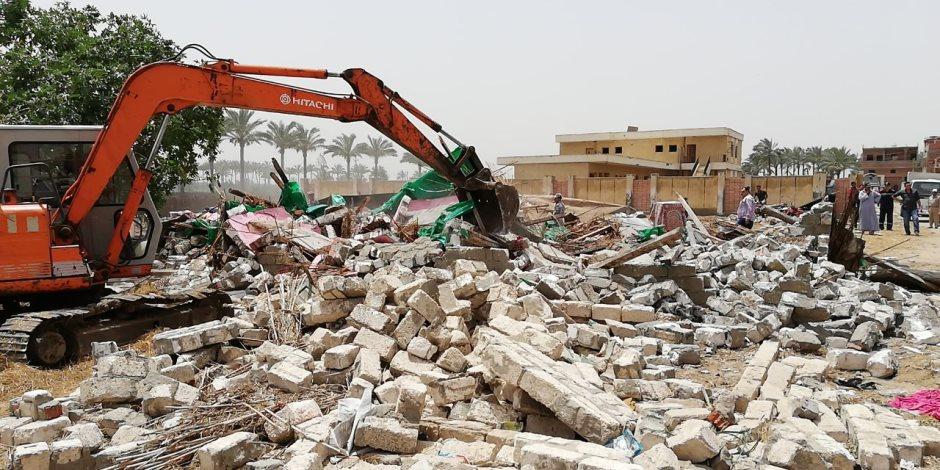 إزالة 137 حالة تعدى بينها 70 فدانا بالمنطقة الصناعية بغرب طهطا سوهاج