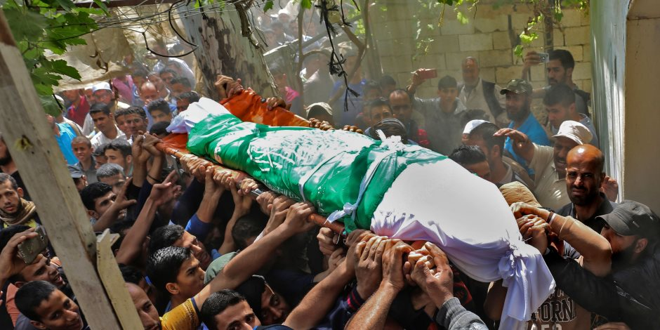 استشهاد فلسطينيين وإصابة آخر فى قصف مدفعى إسرائيلى بقطاع غزة