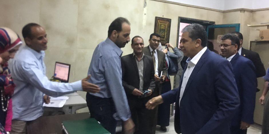 خالد فهمي يتفقد جهاز شئون البيئة بأسيوط للاطمئنان سير العمل