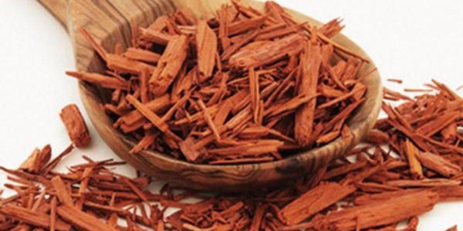 استخدمي خشب الصندل مع عصير الطماطم والحليب لعلاج حب الشباب