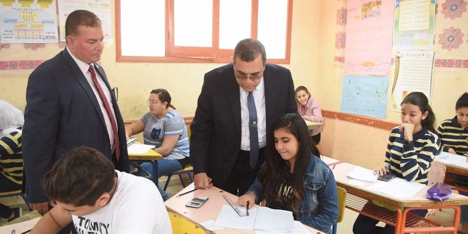 محافظ الفيوم يتفقد لجان امتحانات الشهادة الإعدادية