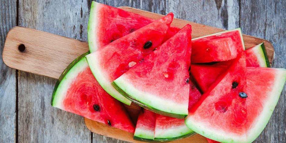 يساعد في الحفاظ على صحة الجهاز الهضمي.. تعرف على فوائد البطيخ