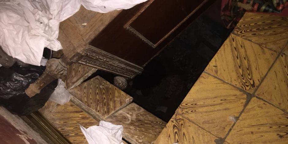 الأجهزة التنفيذية والأمنية تخلى منزلا بعد انهيار سقفه بطلخا (صور)