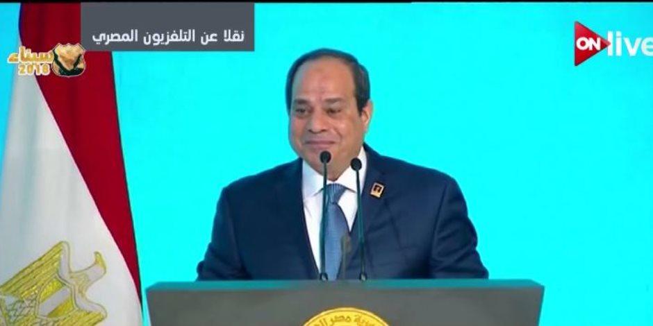 أحد الحضور للسيسي: «إحنا في ضهرك».. والرئيس يرد: «عاوزكم في ضهر مصر»