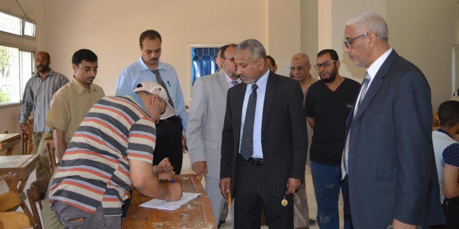 نائب رئيس جامعة الأزهر يتفقد امتحانات الترم الثاني بكليات فرع أسيوط (صور)