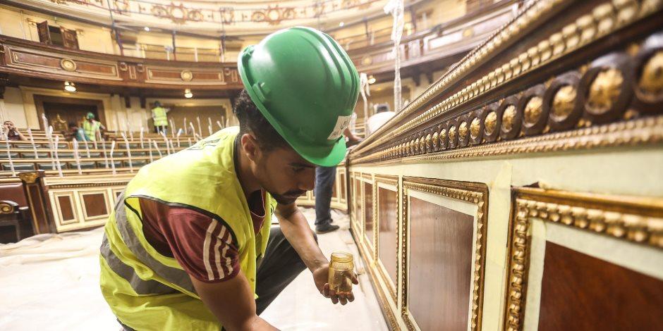 رغم مشقة الصوم.. عمال الإنشاءات في سباق مع الزمن لتزيين «البرلمان» لاستقبال السيسي (صور)