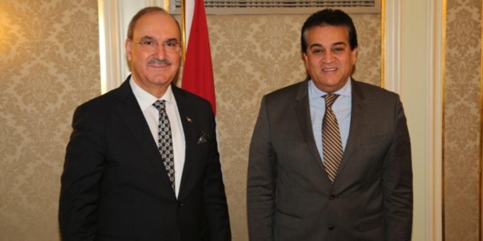 وزير التعليم العالي يبحث مع سفير العراق آليات التعاون العلمى