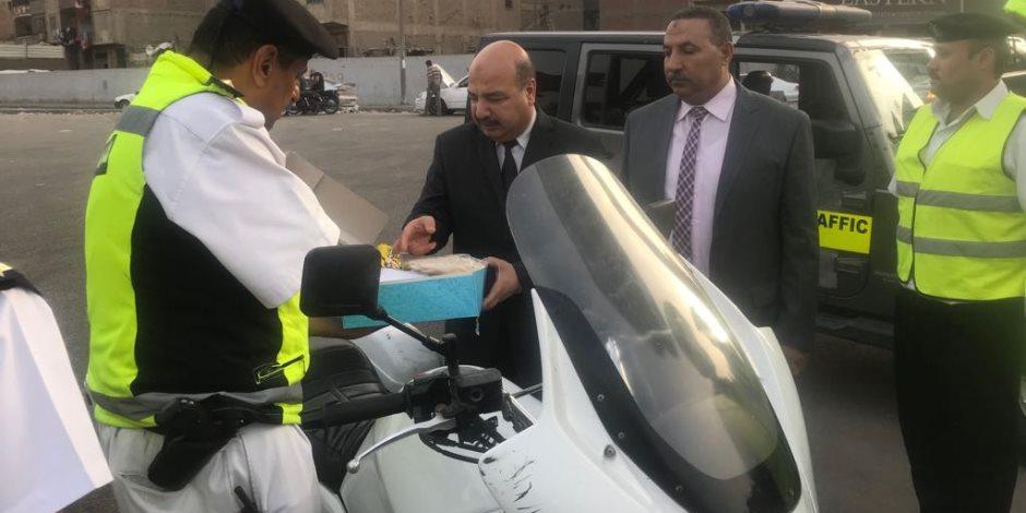 قيادات إدارة المرور تتفقد خدمات طريق الإسكندرية الصحراوي (صور)