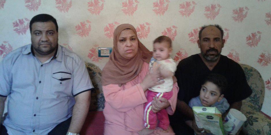أب يناشد المسئولين بسوهاج بانقاذ طفليه «عمر وملك» بعد اصابتهما بتآكل في خلايا المخ
