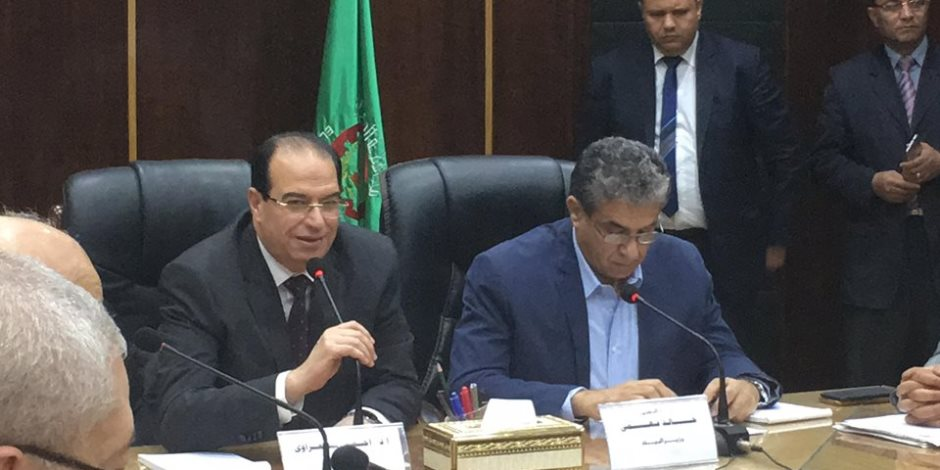 وزير البيئة ومحافظ الدقهلية يجتمعان لبحث وتطوير مصنع سماد طلخا