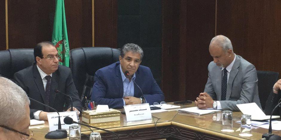 مناقشة حادة بين نائب الدقهلية ووزير البيئة عن مقالب القمامة (فيديو وصور)