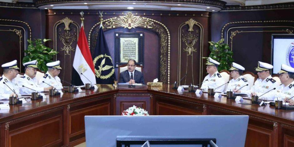 وزير الداخلية يجتمع بقيادات الشرطة لمراجعة مجهودات شهر رمضان