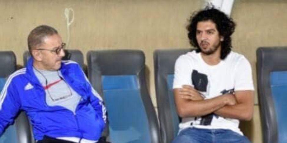 عمرو بركات يزور فريقه السابق لدعوة زملائه إلى حفل زفافه (صور)