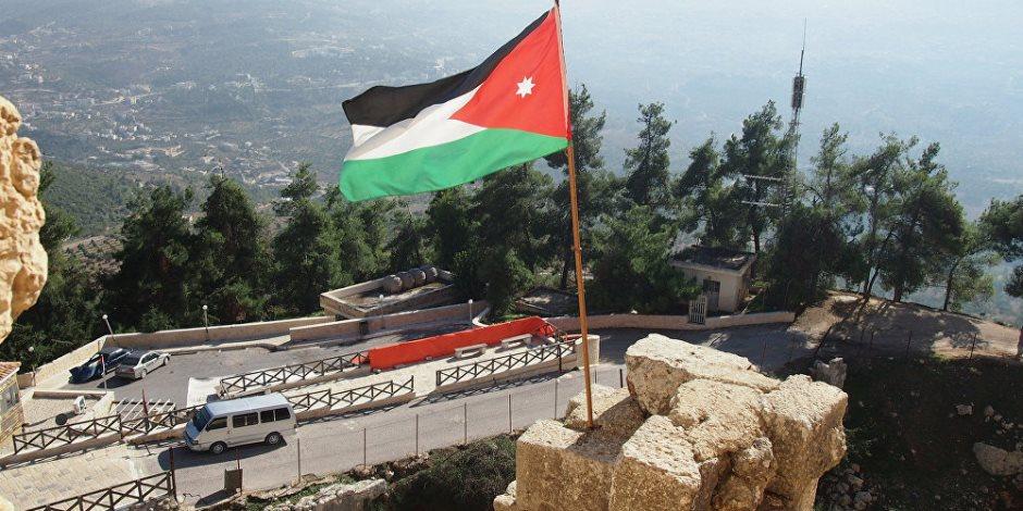 آلاف الأردنيين يشيعون جثمان شهيد تفجير الفحيص بمحافظة جرش
