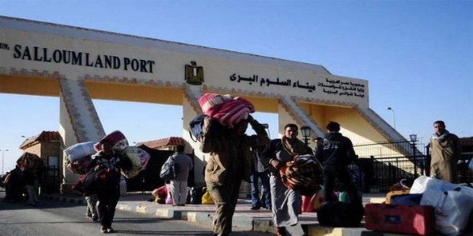 سفر وعودة 924 مصريا وليبيا و 184 شاحنة عبر منفذ السلوم خلال 24 ساعة