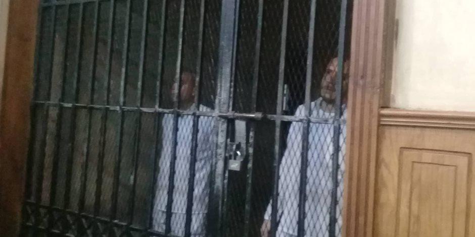 وبدأت رحلة المحاكمة.. قصة القبض على محافظ المنوفية السابق في قضية فساد (صور)