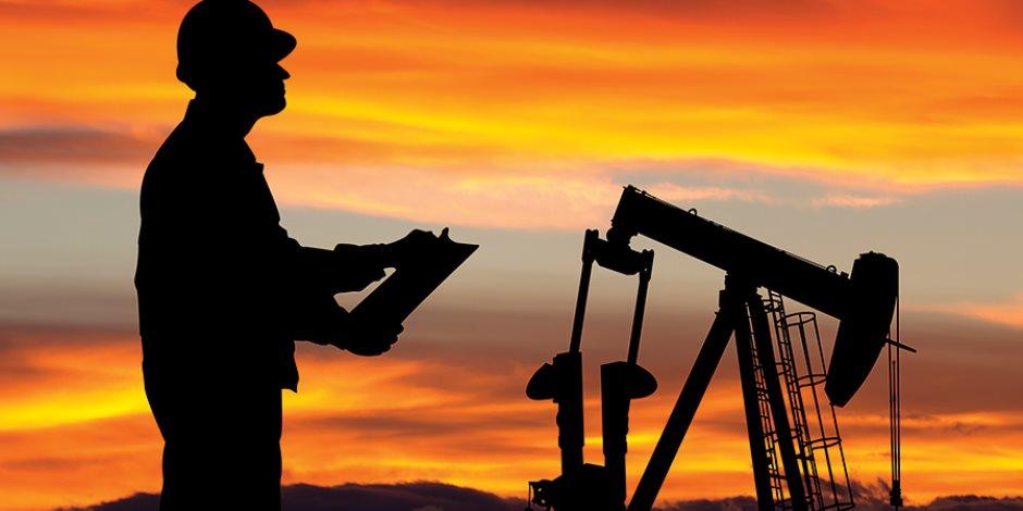النفط فى خطر.. المؤشرات الضبابية تحول دون رؤية مستقبله