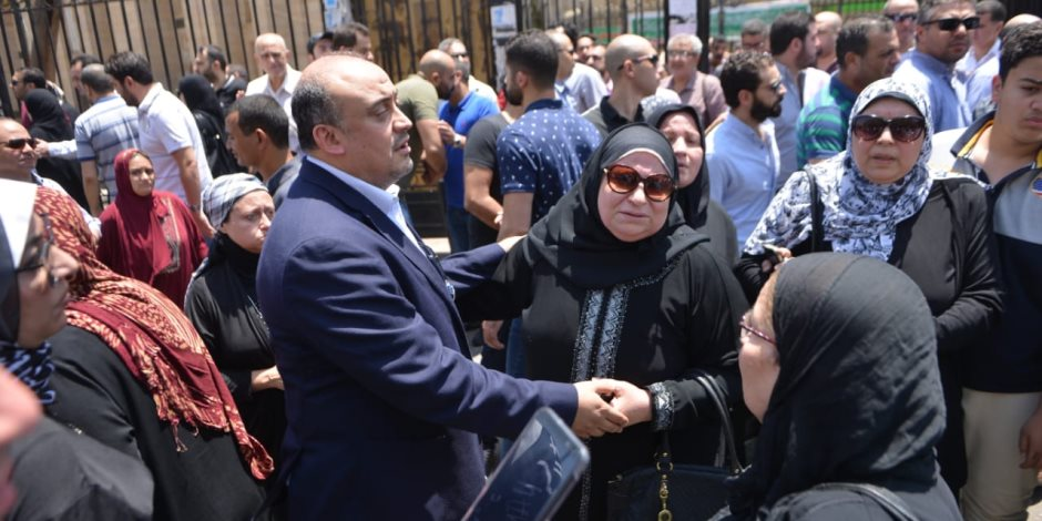 من السيدة زينب.. 58 صورة ترصد لحظات وداع والد علاء الكحكي