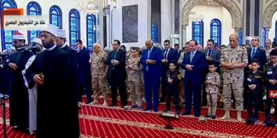«السيسي» يؤدي صلاة العيد وسط أبناء الشهداء والوزراء الجدد (بث مباشر)