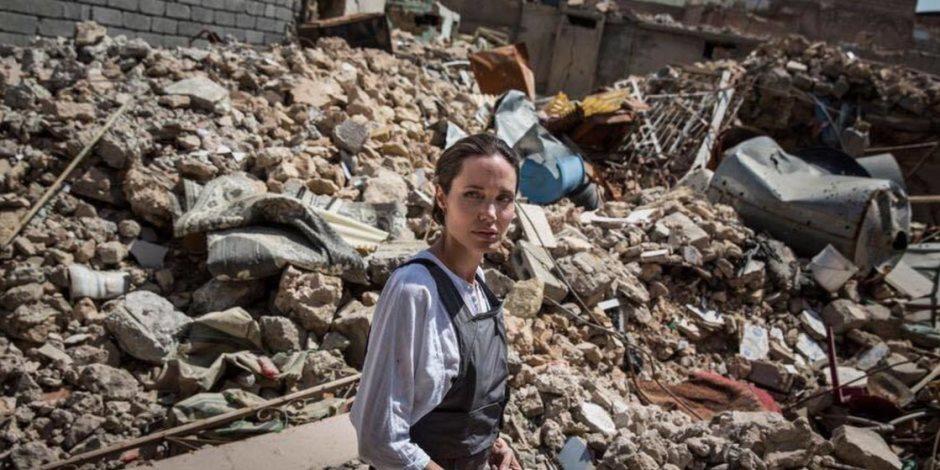 رصاصة فنية في صدر داعش.. النجمة العالمية أنجيليا جولي تدين التنظيم من أرض العراق