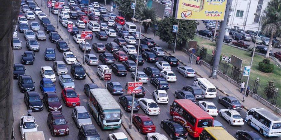النشرة المرورية: الكثافات المتحركة تسيطر على شوارع القاهرة والجيزة
