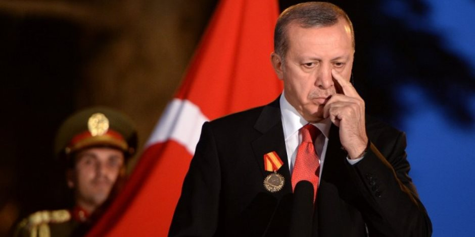 أردوغان على مركب الإخوان.. ديكتاتور تركيا يستخدم أساليب الجماعة للهروب من الانهيار