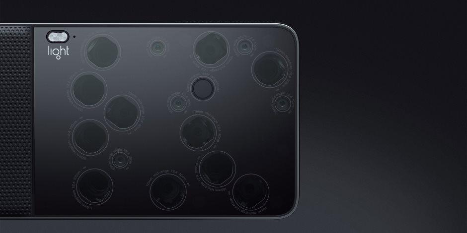 استحداث هاتف ذكي جديد بكاميرا مزودة بـ16 عدسة